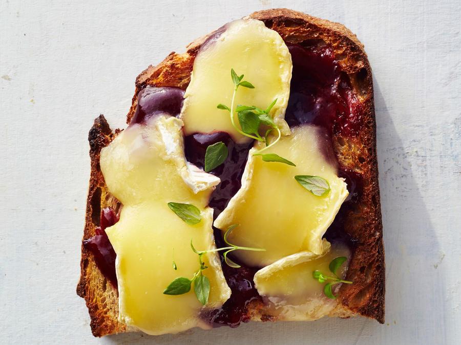 Blackberry-Brie Toast