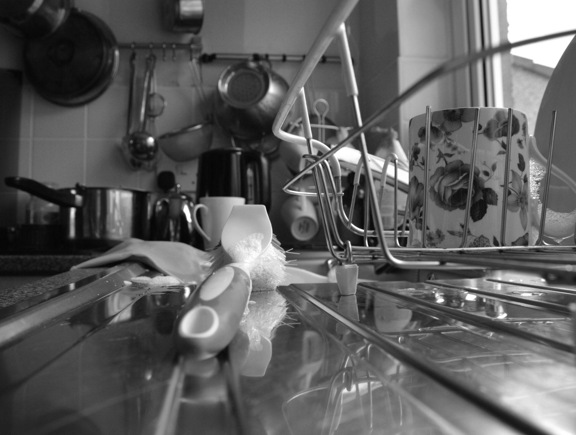 getty-messy-kitchen-image