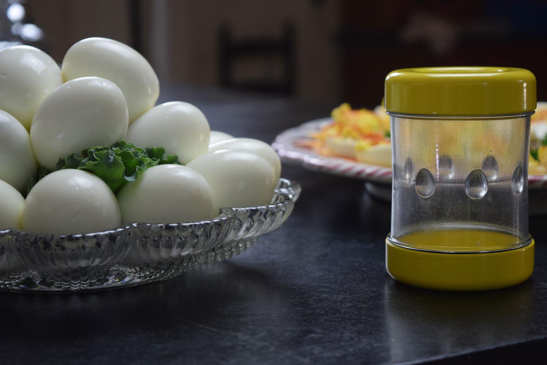 EC: This Gadget Helps You Peel a Dozen Eggs in Five Minutes