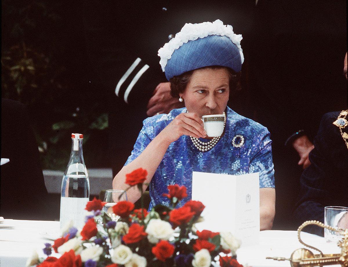 EC:  assets%2Fmessage-editor%2F1463171792378-queen-elizabeth-breakfast-getty