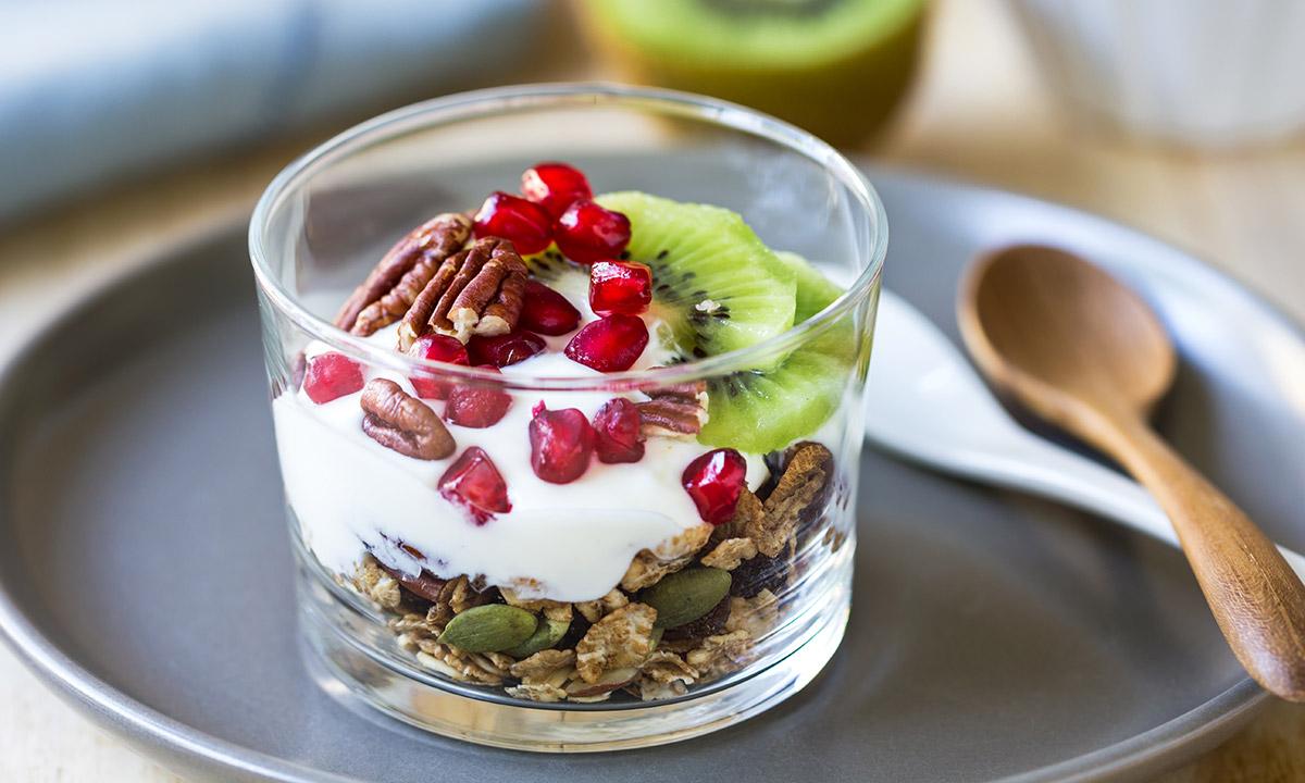 EC:  assets%2Fmessage-editor%2F1468423506837-yogurt-granola-fruit-parfait