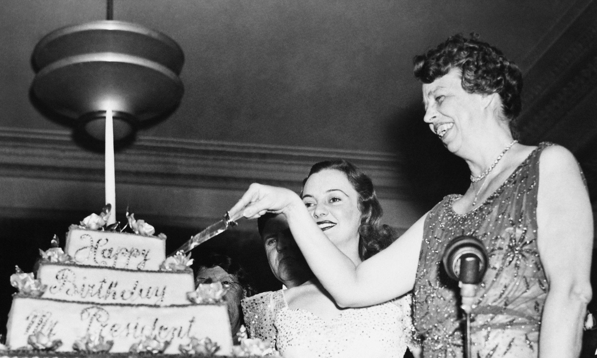 Eleanor Roosevelt cuts birthday cake