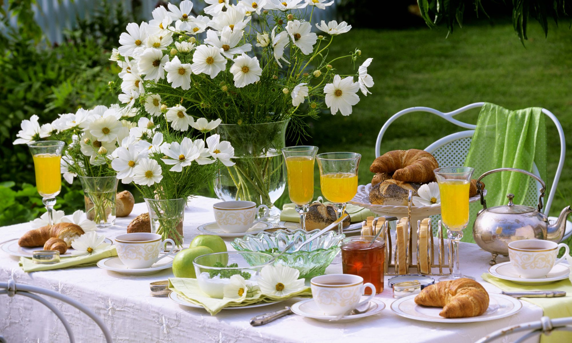 EC: How to Host Brunch When You Are Definitely Not a Morning Person