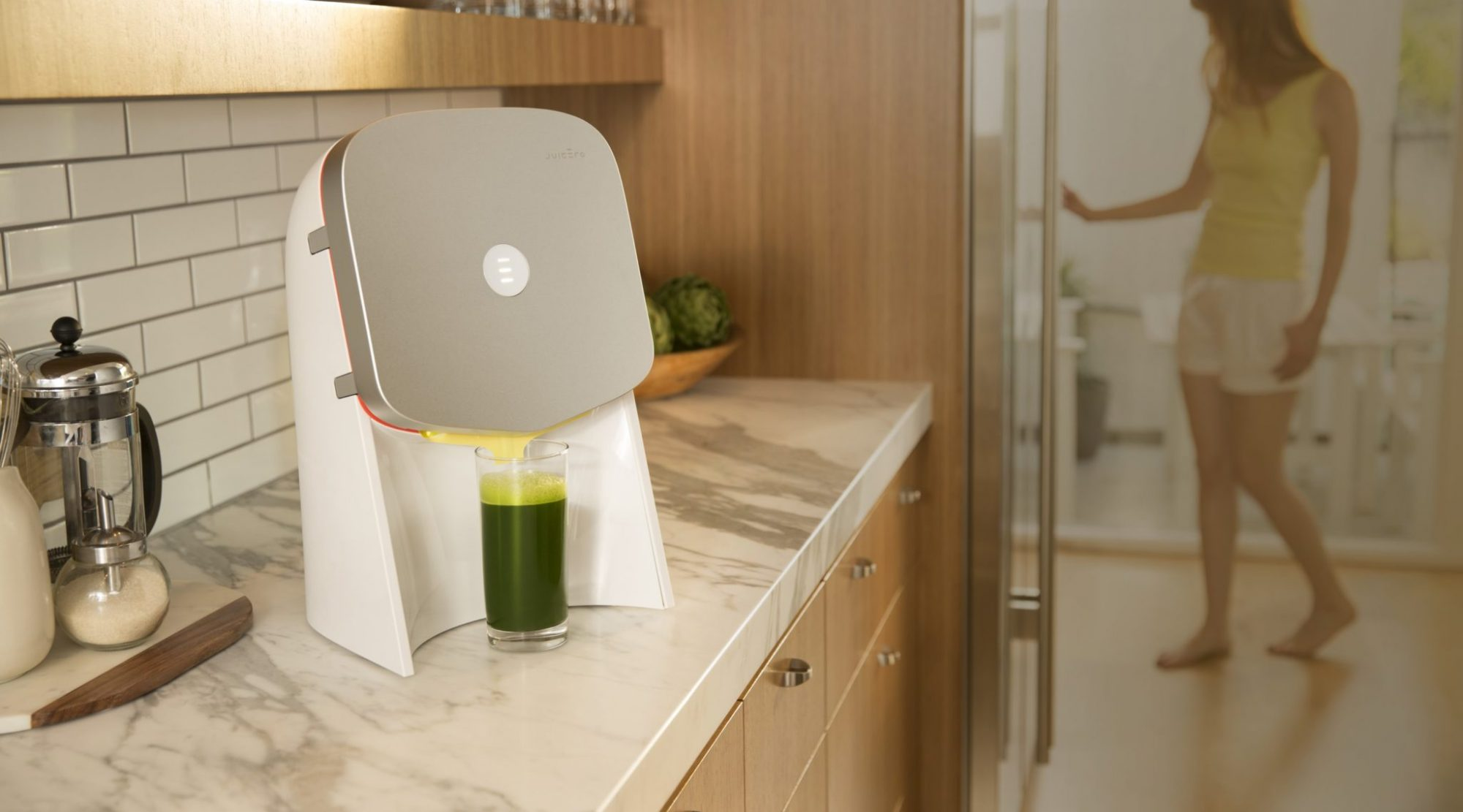 EC: This $400 Juicer Is Worse at Juicing Than Just Using Your Hands