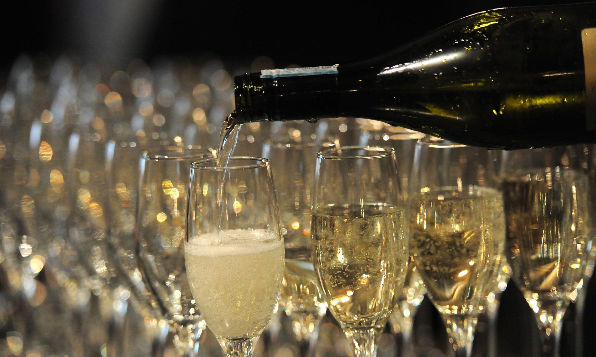 EC:  message-editor%2F1512407316109-champagne-pour