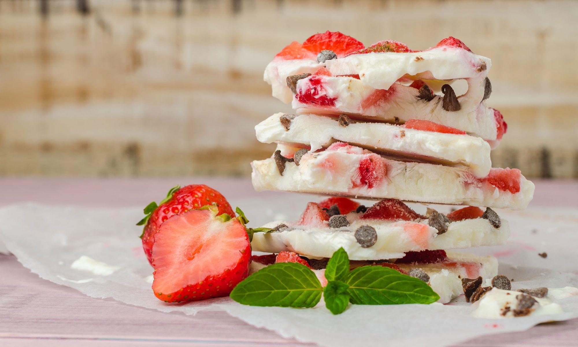 Yogurt bark with chocolate, strawberries and mint