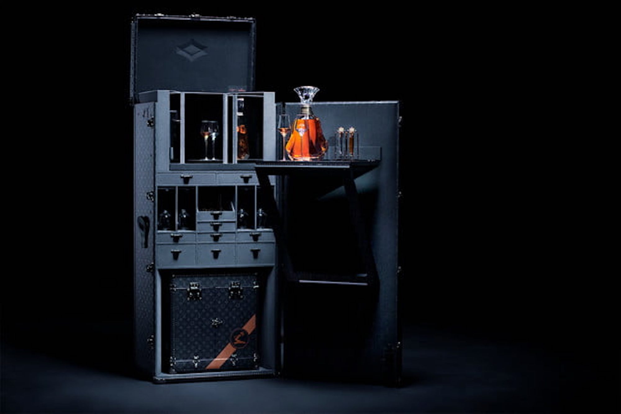 hennessy-paradis-imperial-trunk-by-louis-vuitton-640x640.jpg