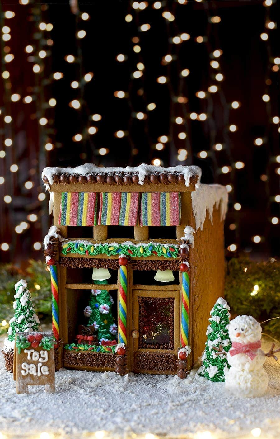 Gingerbread-House-7083-Web.jpg