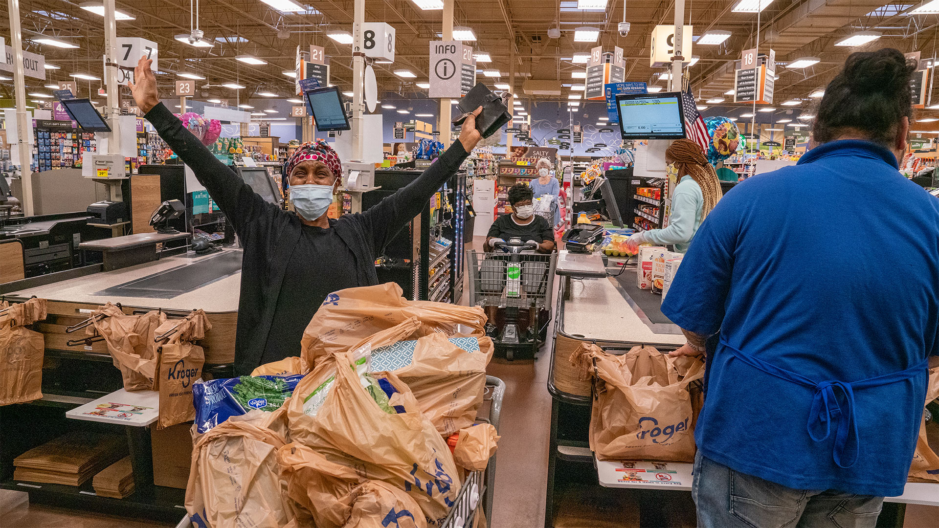 Tyler Perry Pays for All Groceries in Kroger 5