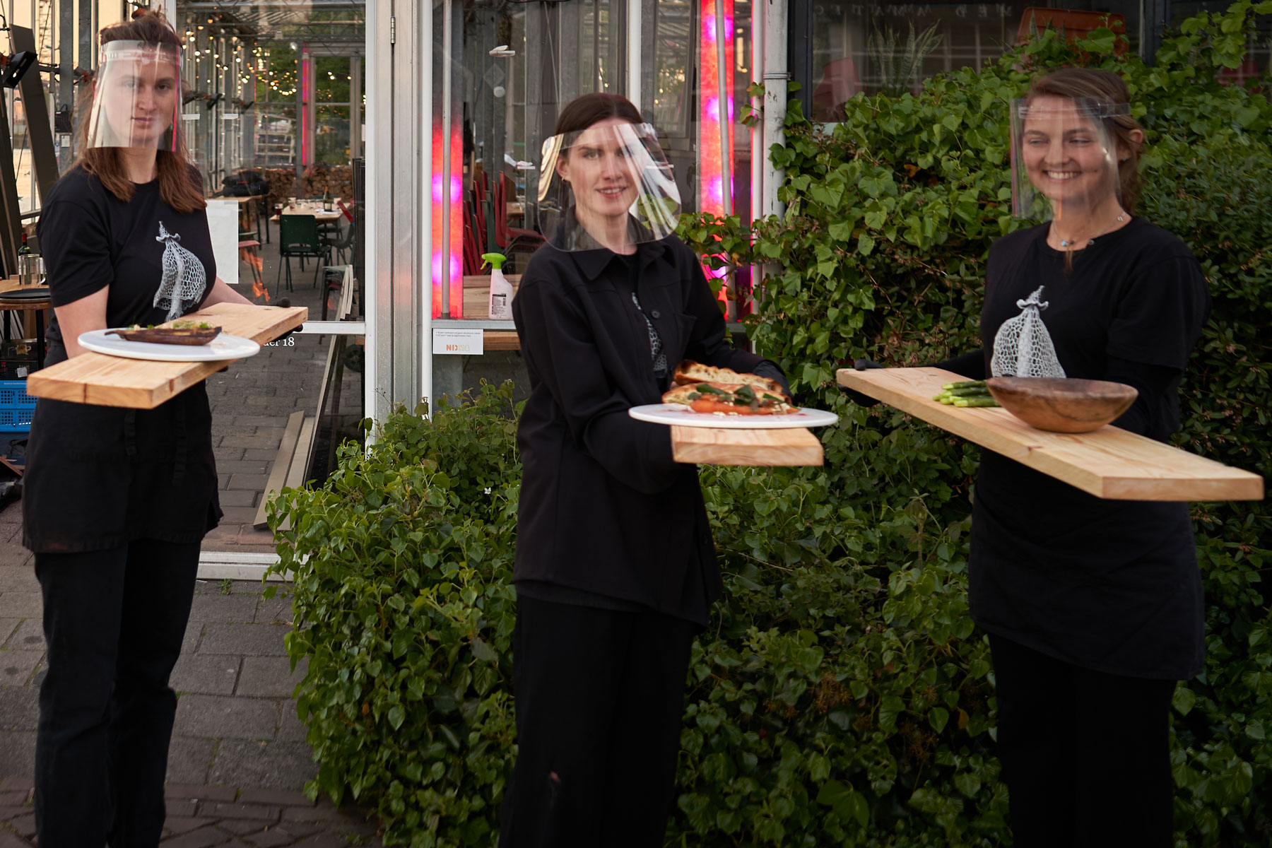 Amsterdam Restaurant Is Putting Tables in Individual Greenhouses 3