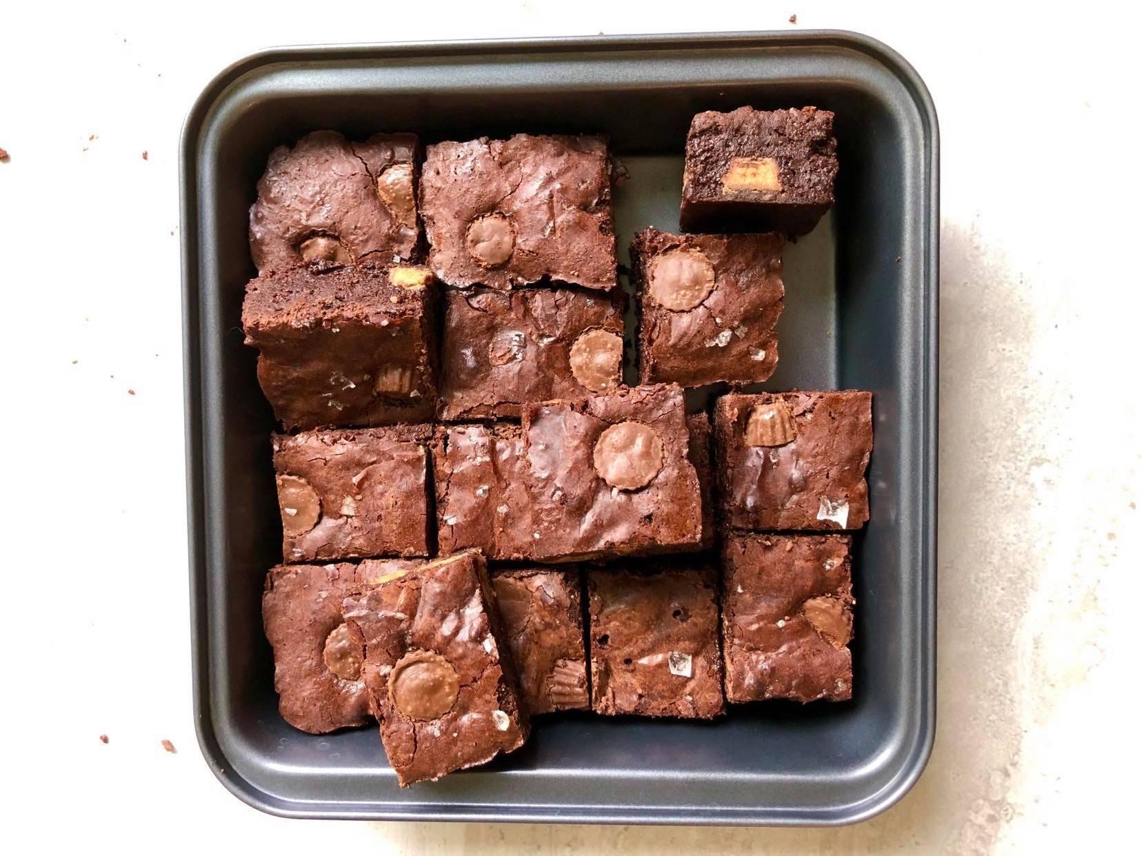 Fudgy Flourless Brownies Pan