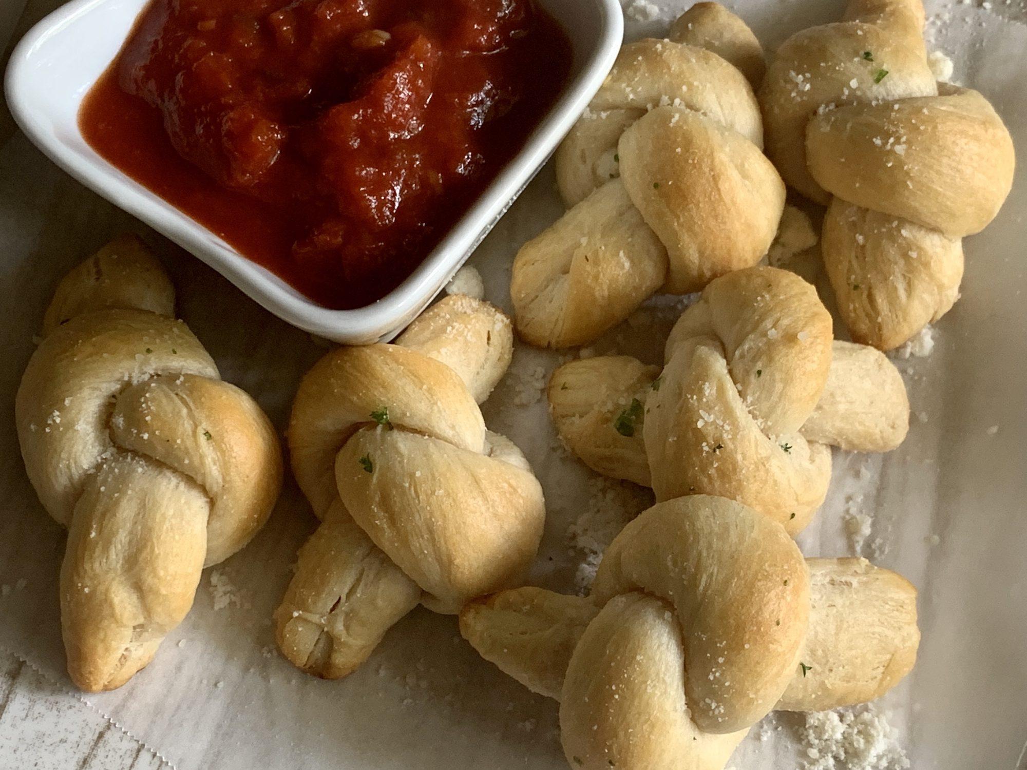 mr-Easy Garlic Knots Image