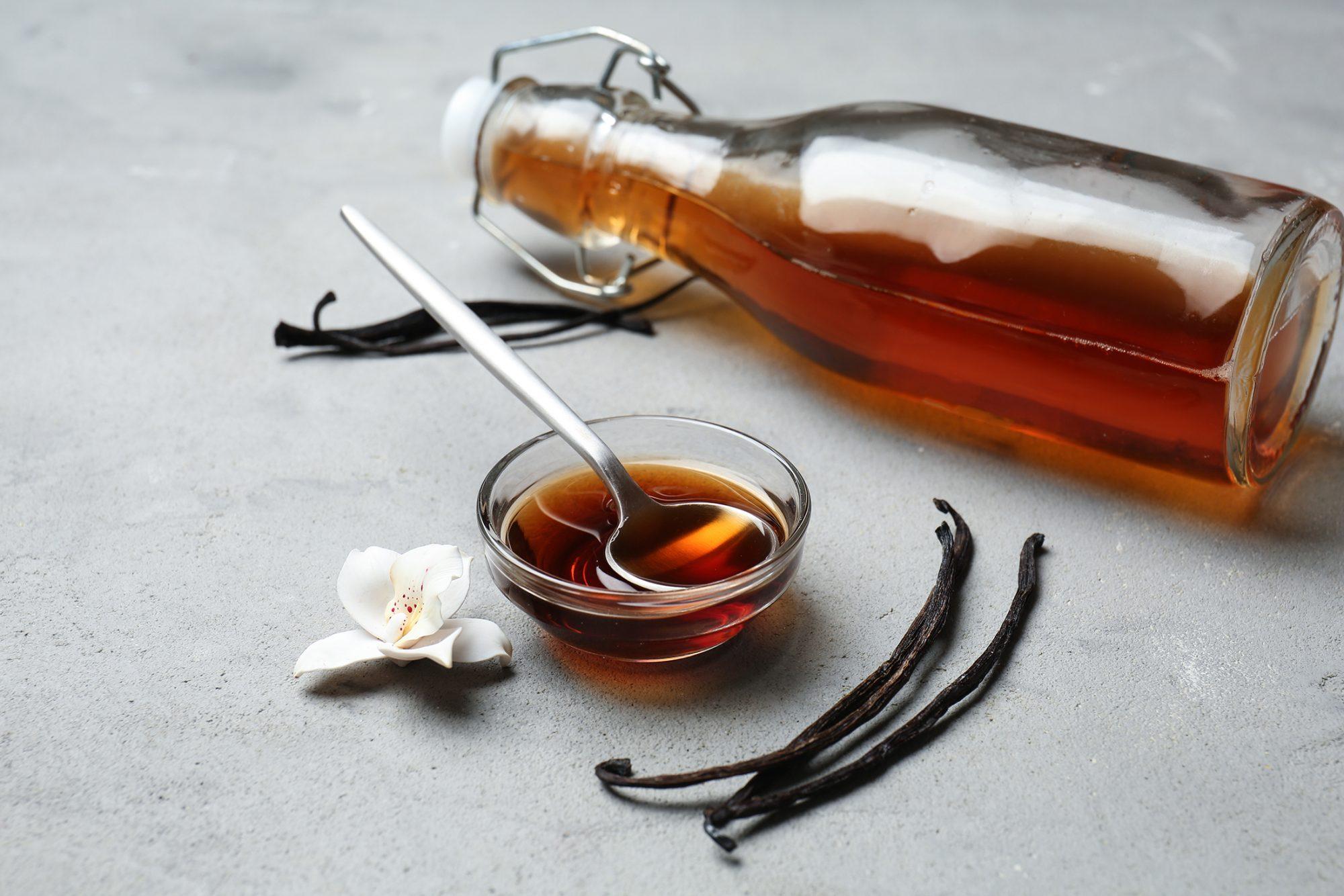 vanilla-extract-beans-1207726387.jpg