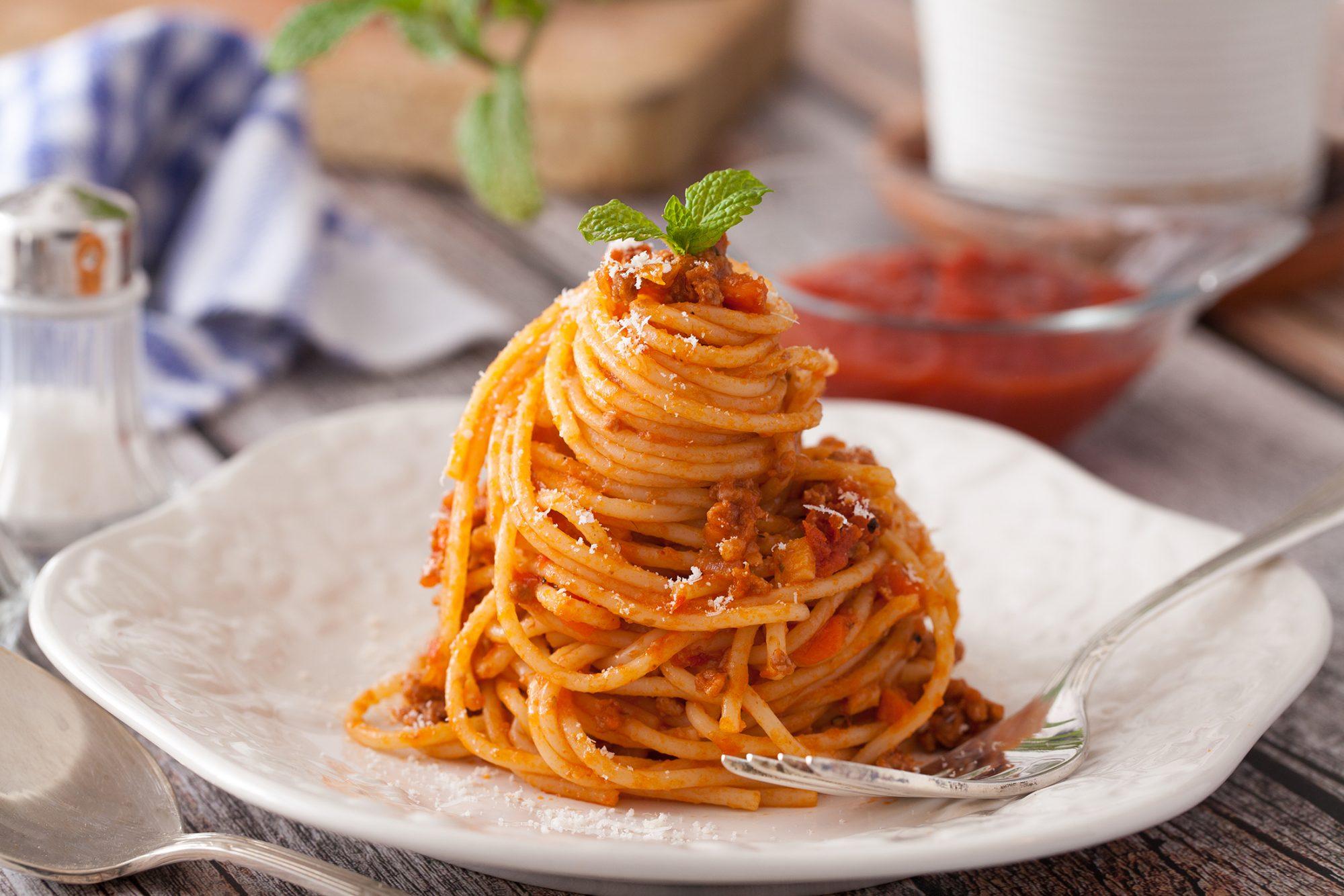 spaghetti-bolognese-1183748291.jpg
