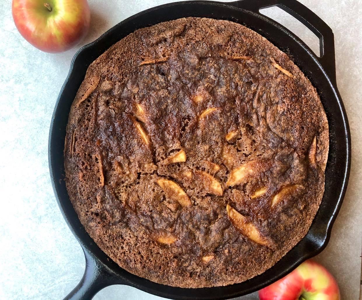 Easy One-Bowl Apple Cake Skiller