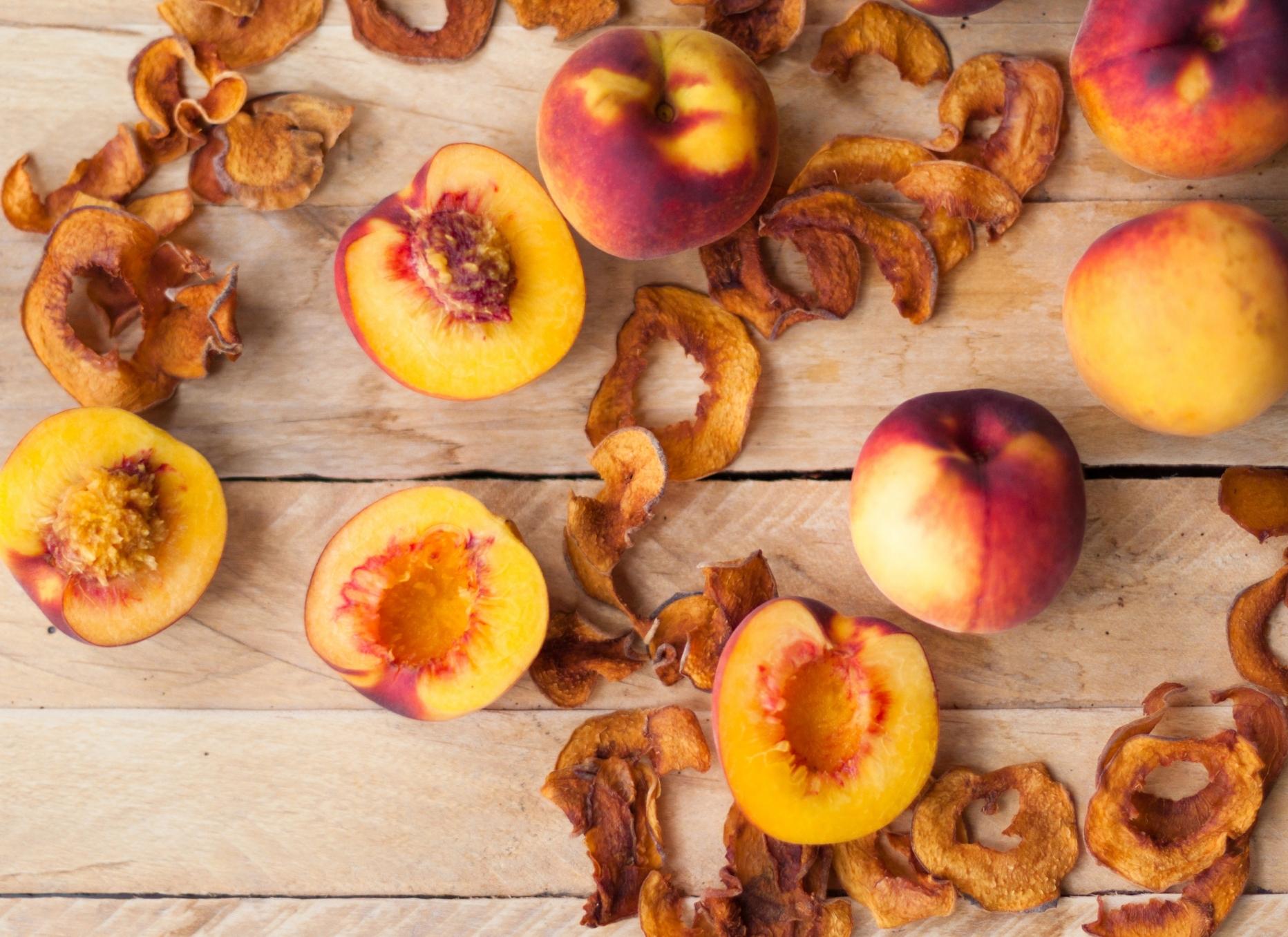 Dried Peaches and Fresh Peaches