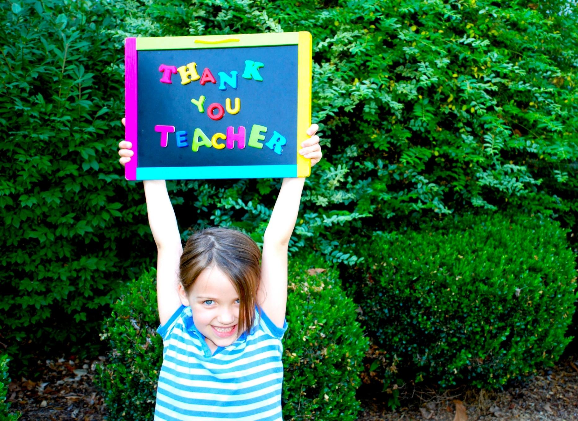 Kid sign teacher