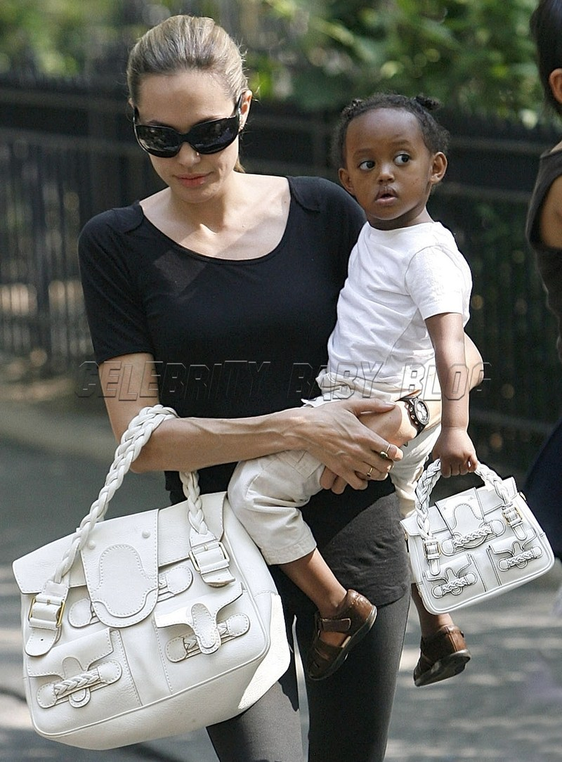Angelinajolie_pitts_070907_18_cbb