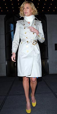 CHARLIZE THERON'S CLASSIC TRENCH