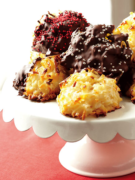 GAIL SIMMONS'S TOASTED COCONUT MACAROONS