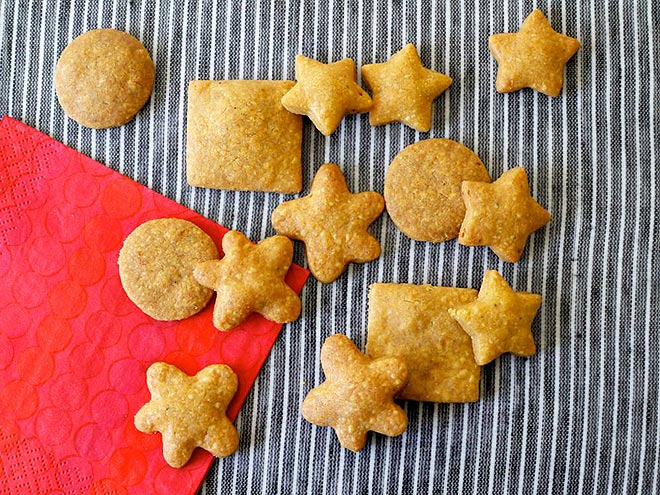 WHOLE-WHEAT CHEDDAR WAFERS