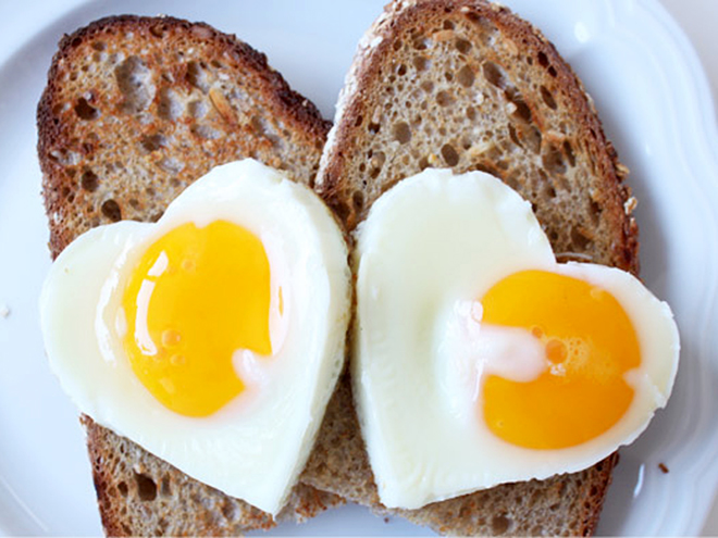 COOK EGGS IN COOKIE CUTTERS