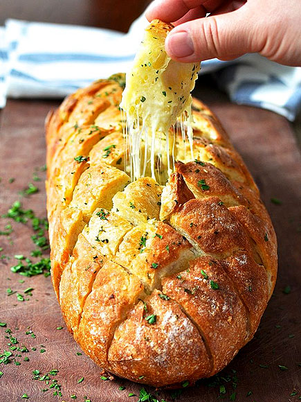 CHEESE AND GARLIC 'CRACK' BREAD