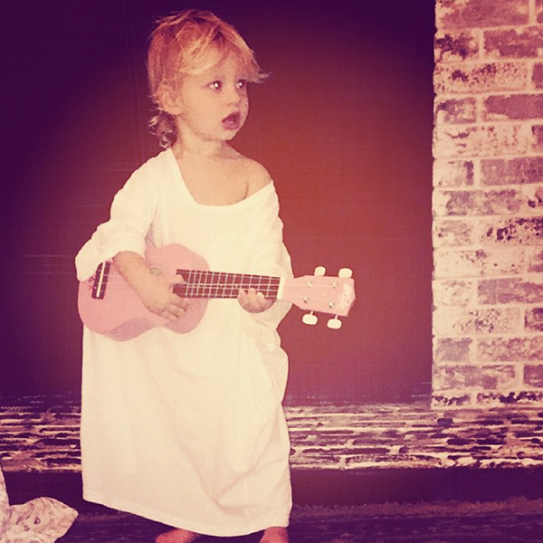 SHE'S A POP-STAR-IN-TRAINING
