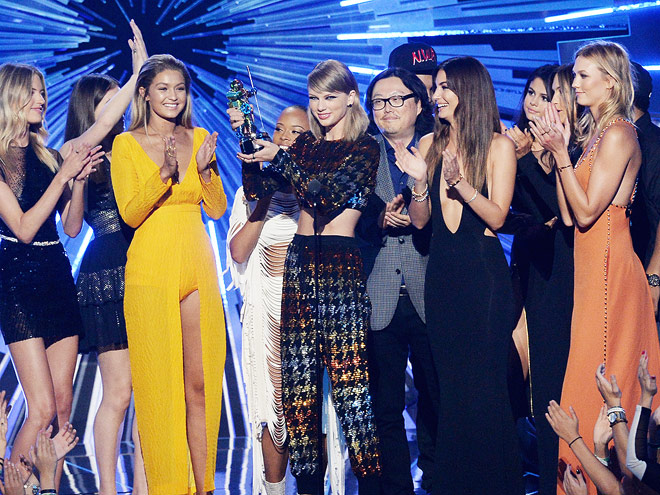 TAYLOR'S 'BAD BLOOD' CREW JOINED HER ON STAGE