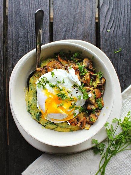 SPINACH POLENTA WITH MUSHROOMS & HERBS