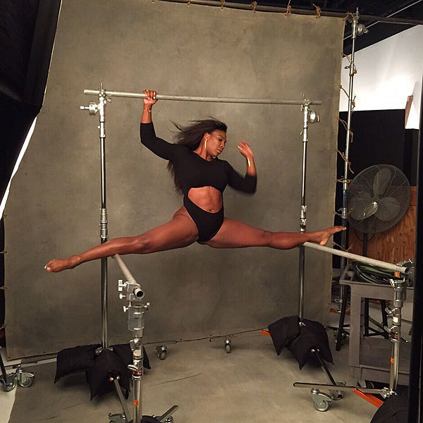 Serena Williams doing the splits