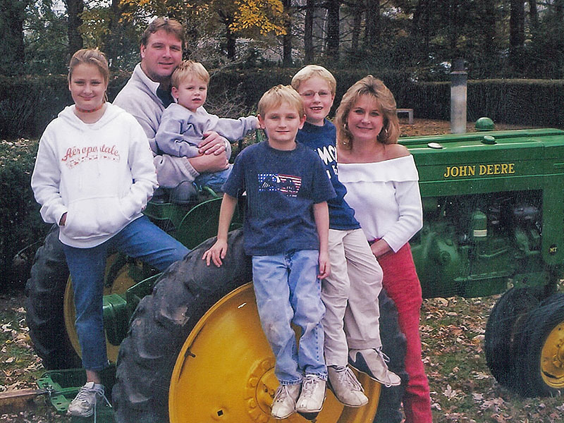 From left, Lyndsay, Curtis, Larson, Lincoln, Logan and Cory Lovelace, aroud 2003 or 2004 this was Cory's favorite photo of her family. Courtesy Marty Didriksen