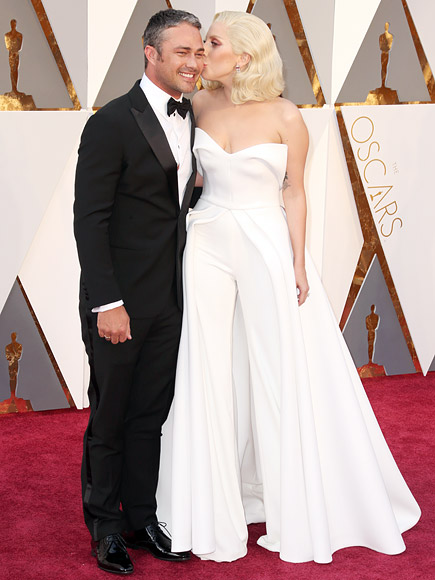 LADY GAGA AND TAYLOR KINNEY ARE ALL LOVED UP