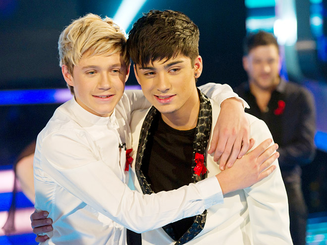 AHH LOOK AT ZAYN AND NIALL IN WHITE SUITS!