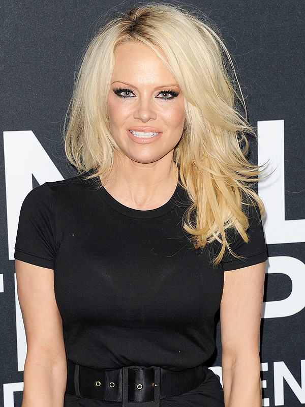 Pamela Anderson Dyes Her Own Hair Doesn T Know If She Has Any Grays People Com