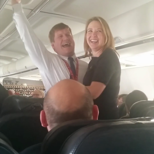 PILOT PROPOSED TO HIS GIRLFRIEND – IN THE AIR