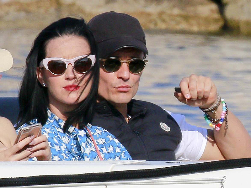 Saint-Jean-Cap-Ferrat, France - Happy Couple Katy Perry and Orlando Bloom take a boat to a Mega Yacht with their friend Kate Hudson, Derek Blasberg, and Dasha Zhukova.