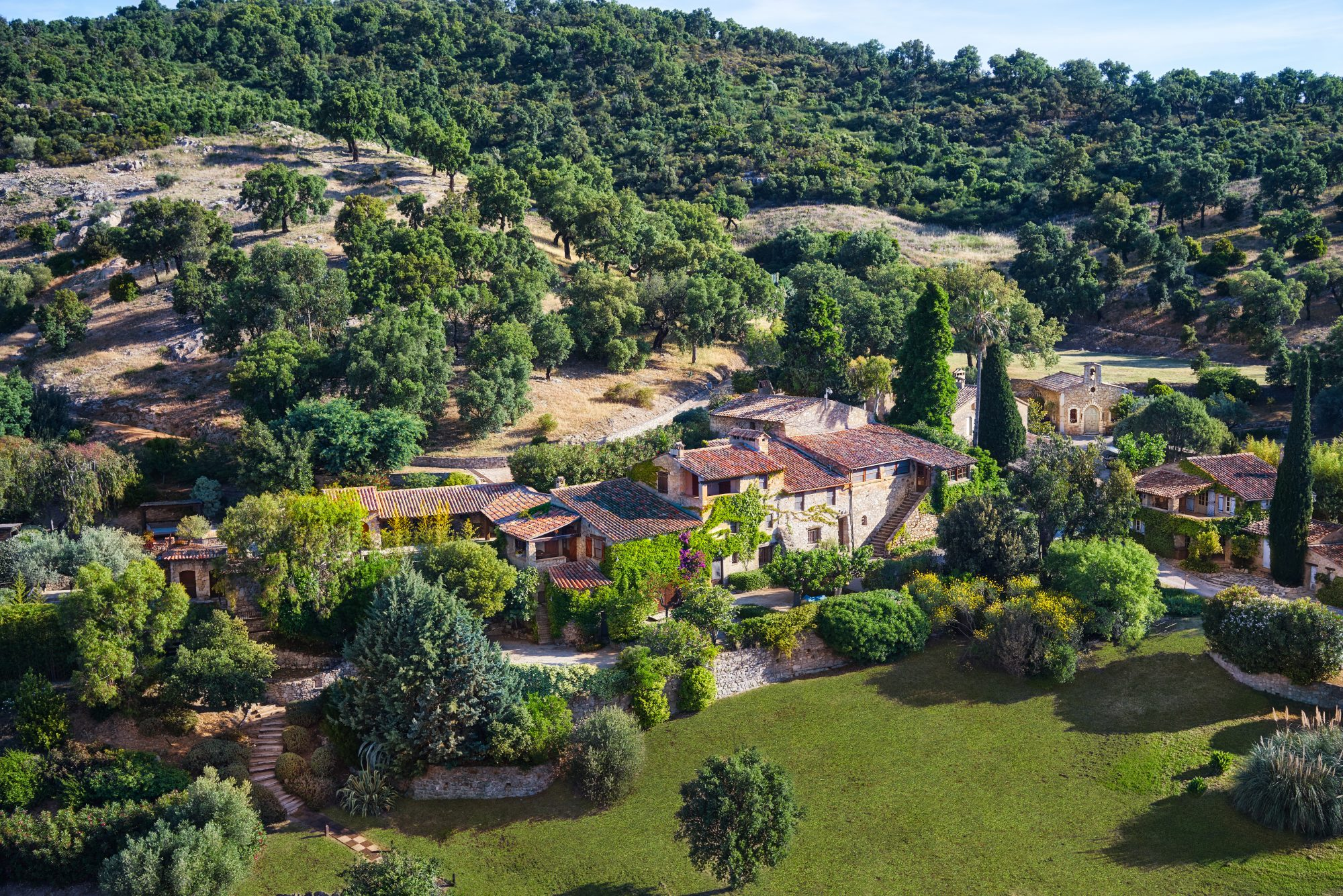 F:PHOTOMediaFactory ActionsRequests DropBox43898#sothebysSotheby's Int. Realty France Cote d'Azur - Johnny Depp estate arial village.jpg