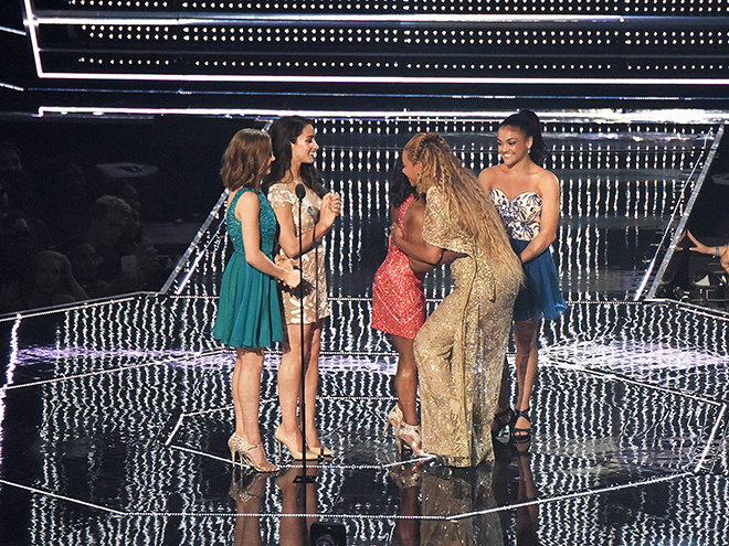AND TO END THE NIGHT: THEY GOT TO HUG BEYONCé