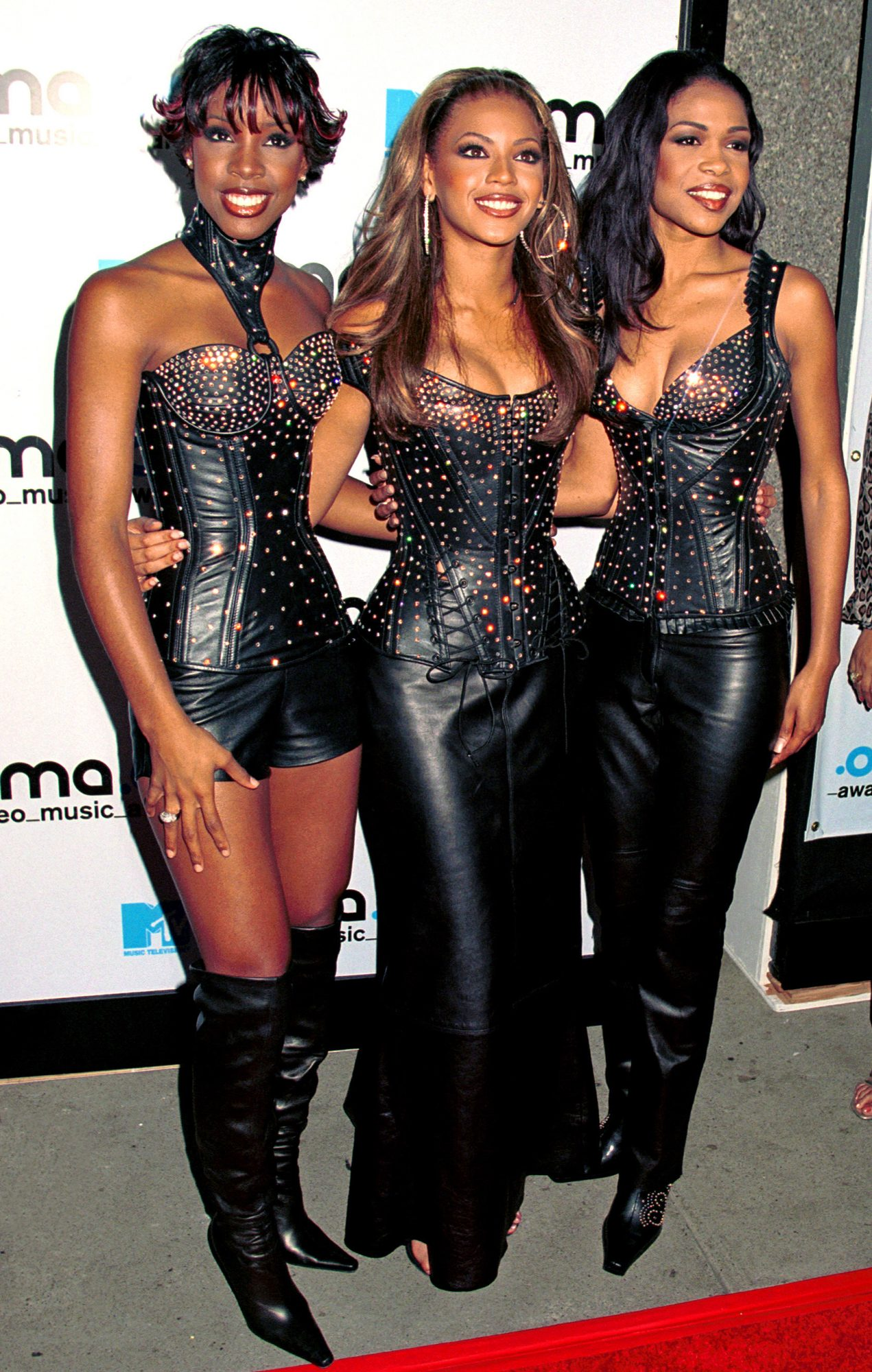 377894 02: R&B group Destiny's Child pose for photographers at the 2000 MTV Video Music Awards September 7, 2000 at Radio City Music Hall in New York City. (Photo by George DeSota/Liaison)