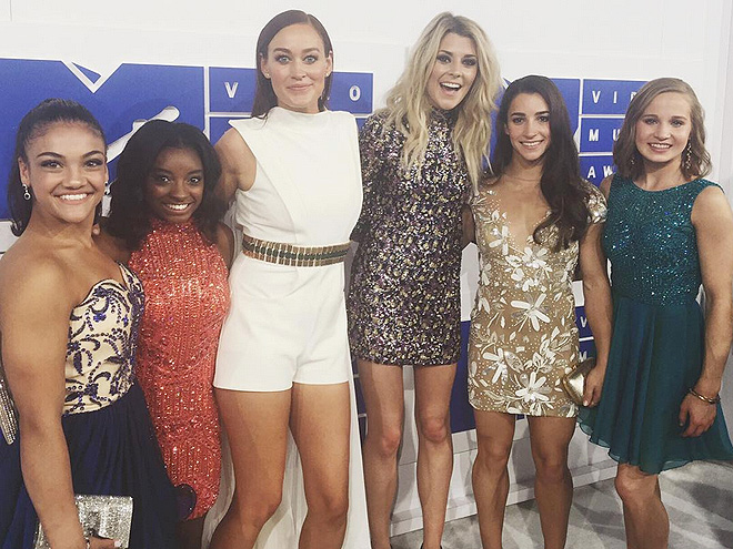THEY HIT THE WHITE CARPET WITH GRACE HELBIG AND MAMRIE HART