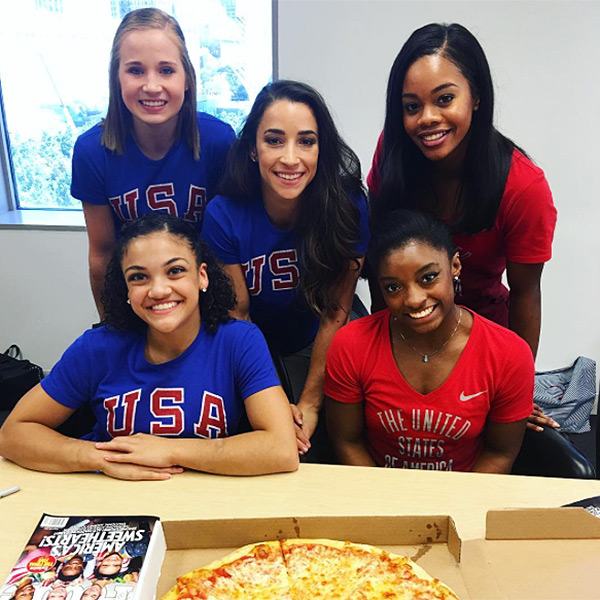 THEY'RE EATING PIZZA AND HANGING OUT AT PEOPLE MAG HQ
