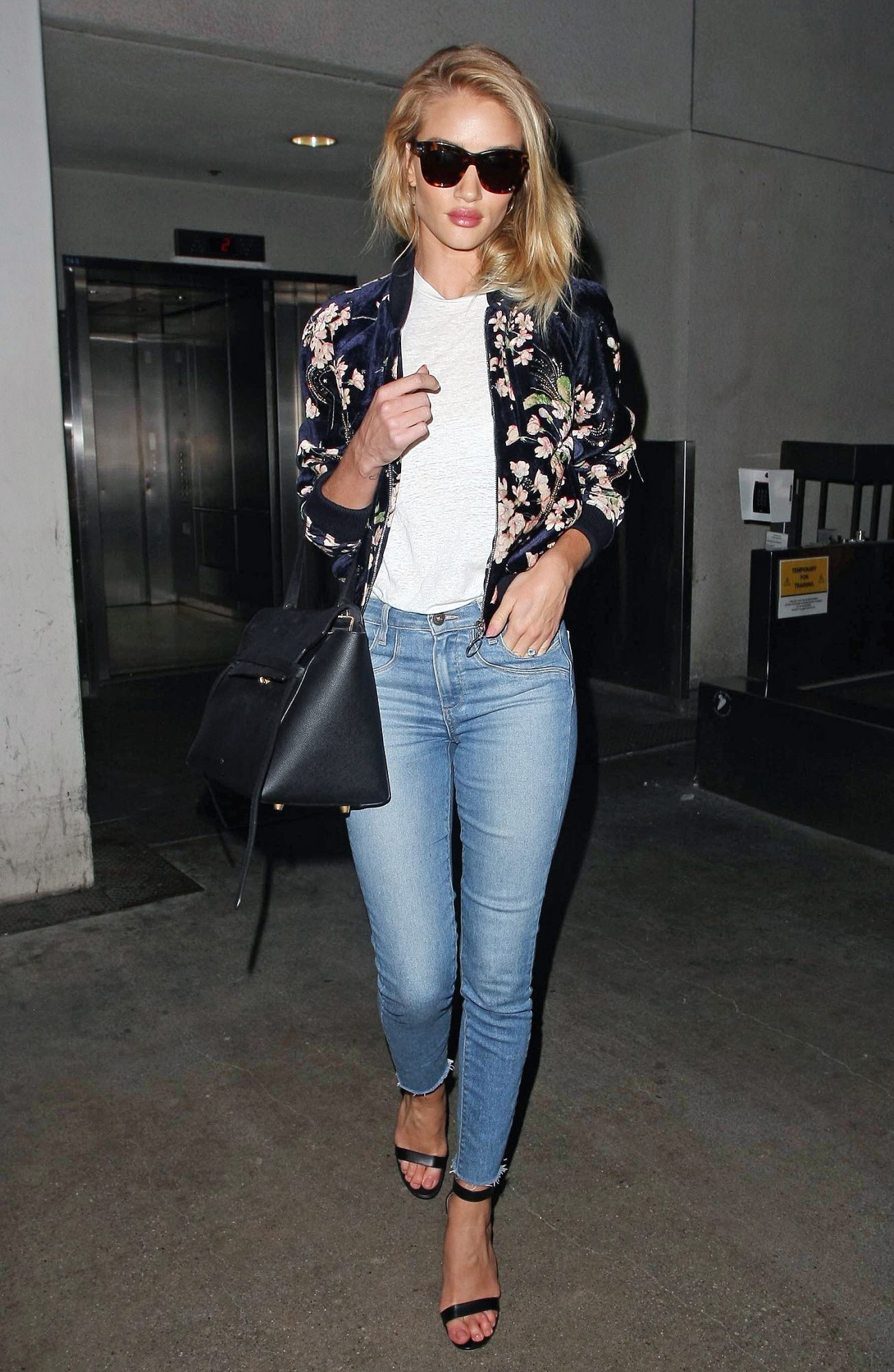 Rosie Huntington-Whitely at Los Angeles Airport †LAX