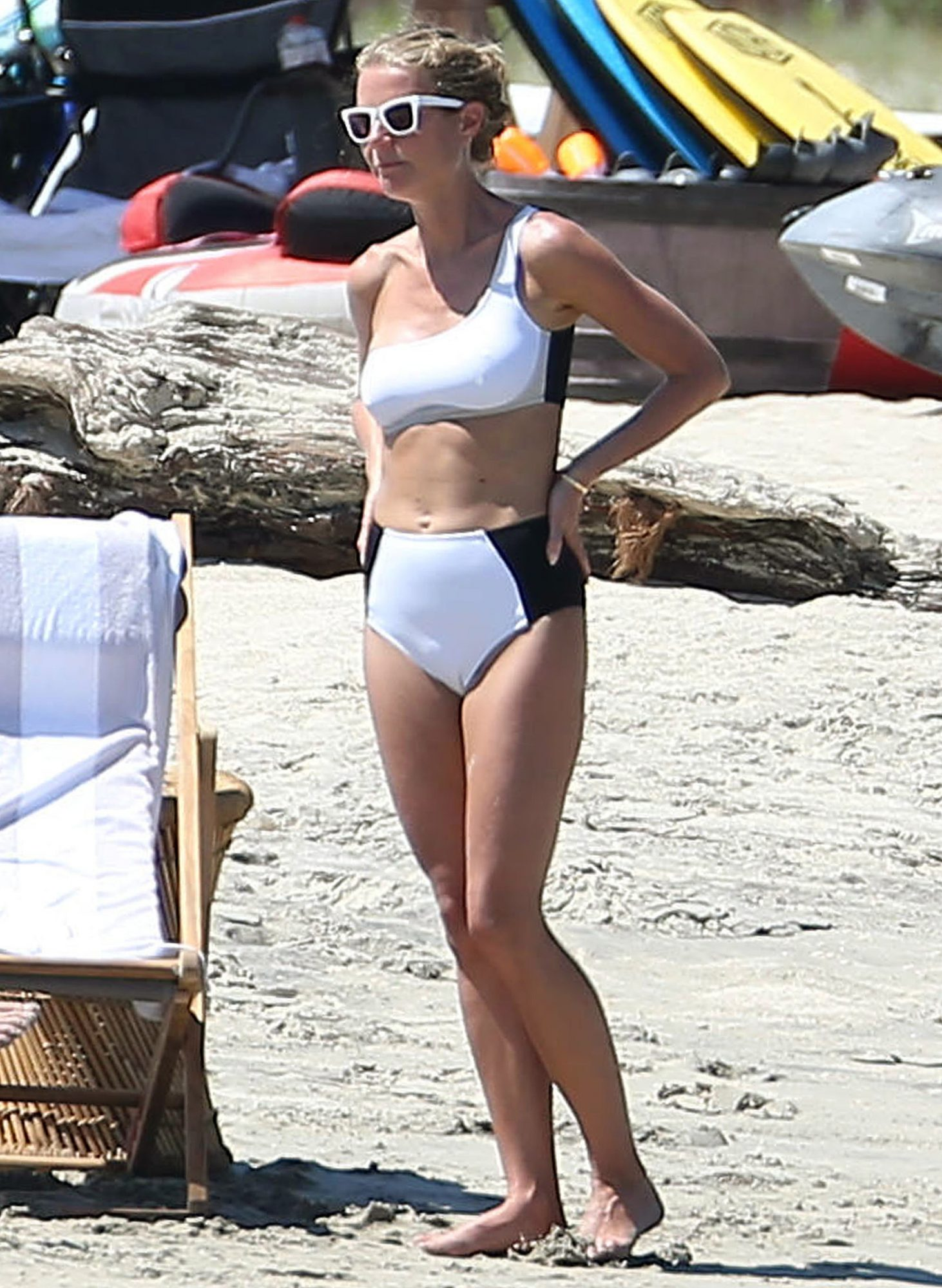 Exclusive... Gwyneth Paltrow Celebrates Her Birthday In Cabo ***NO USE W/O PRIOR AGREEMENT - CALL FOR PRICING***