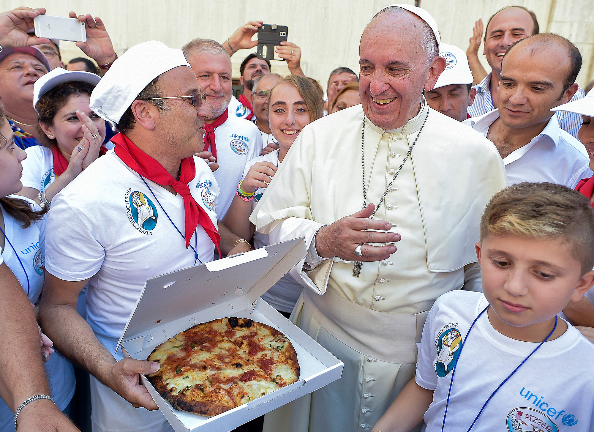 Pope Francis Throws A Pizza Party Feeding 1500 Homeless People At The Vatican