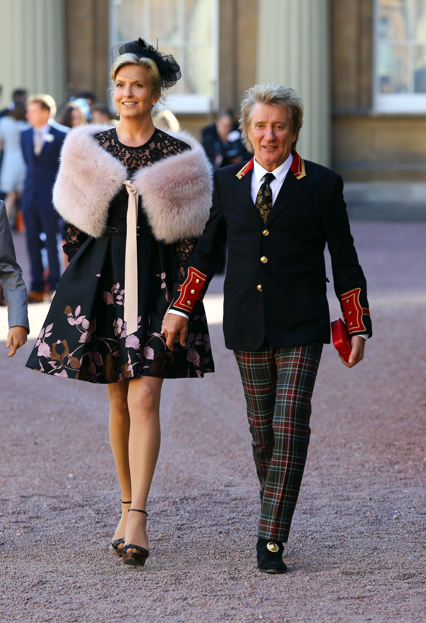 LONDON, ENGLAND - OCTOBER 11: Sir Rod Stewart with his wife, Penny Lancaster after he received his knighthood in recognition of his services to music and charity at Buckingham Palace on October 11, 2016 in London, England. (Photo by Gareth Fulller - WPA Pool/Getty Images)