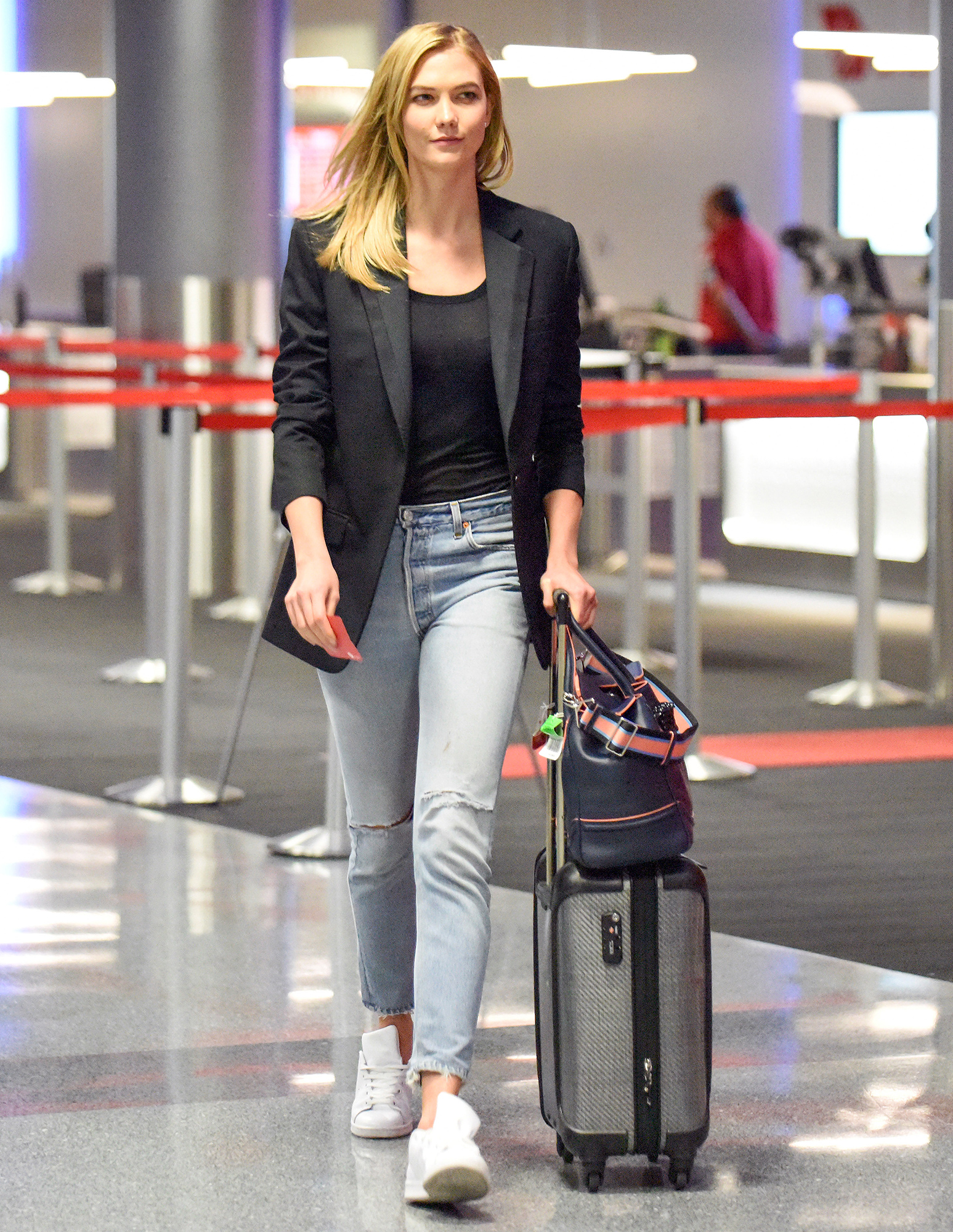 EXCLUSIVE: Karlie Kloss showcases her natural beauty at LAX Airport