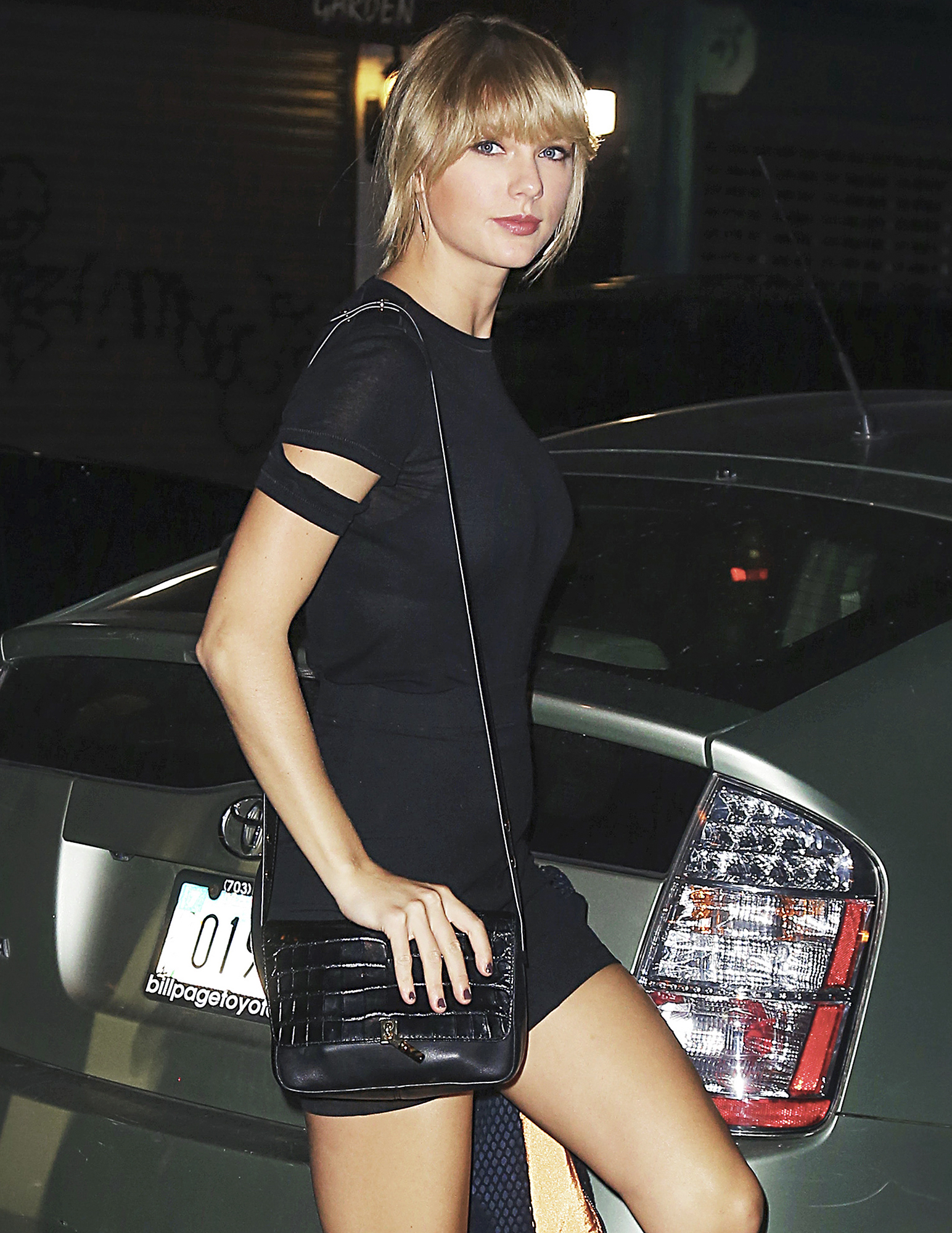 Taylor Swift steps out with friends Cara Delevinge, Lorde, Suki Waterhouse for a show in NYC