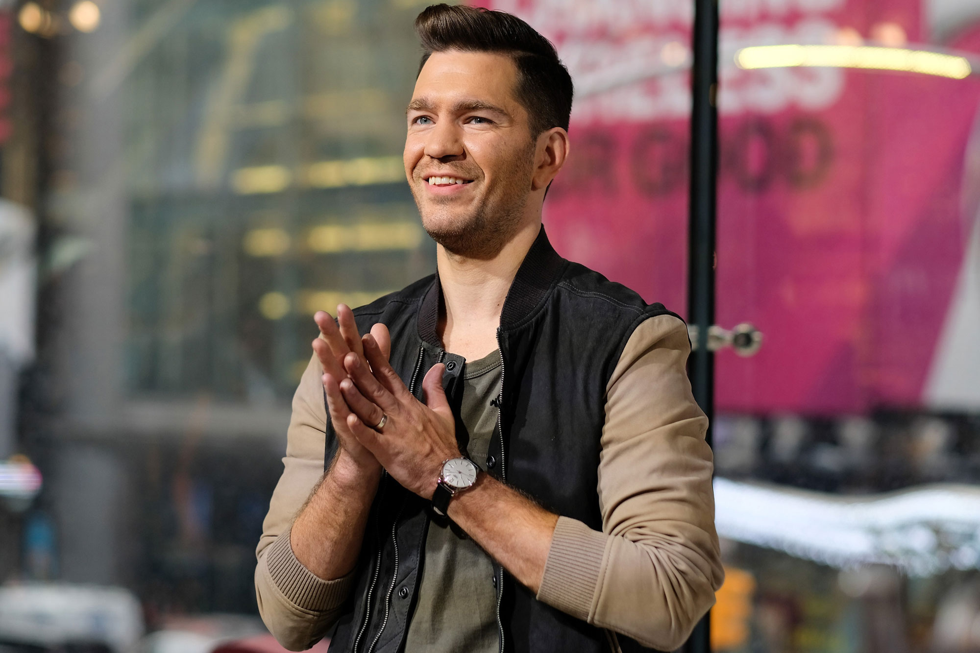 """Andy Grammer Visits """"Extra"""""""