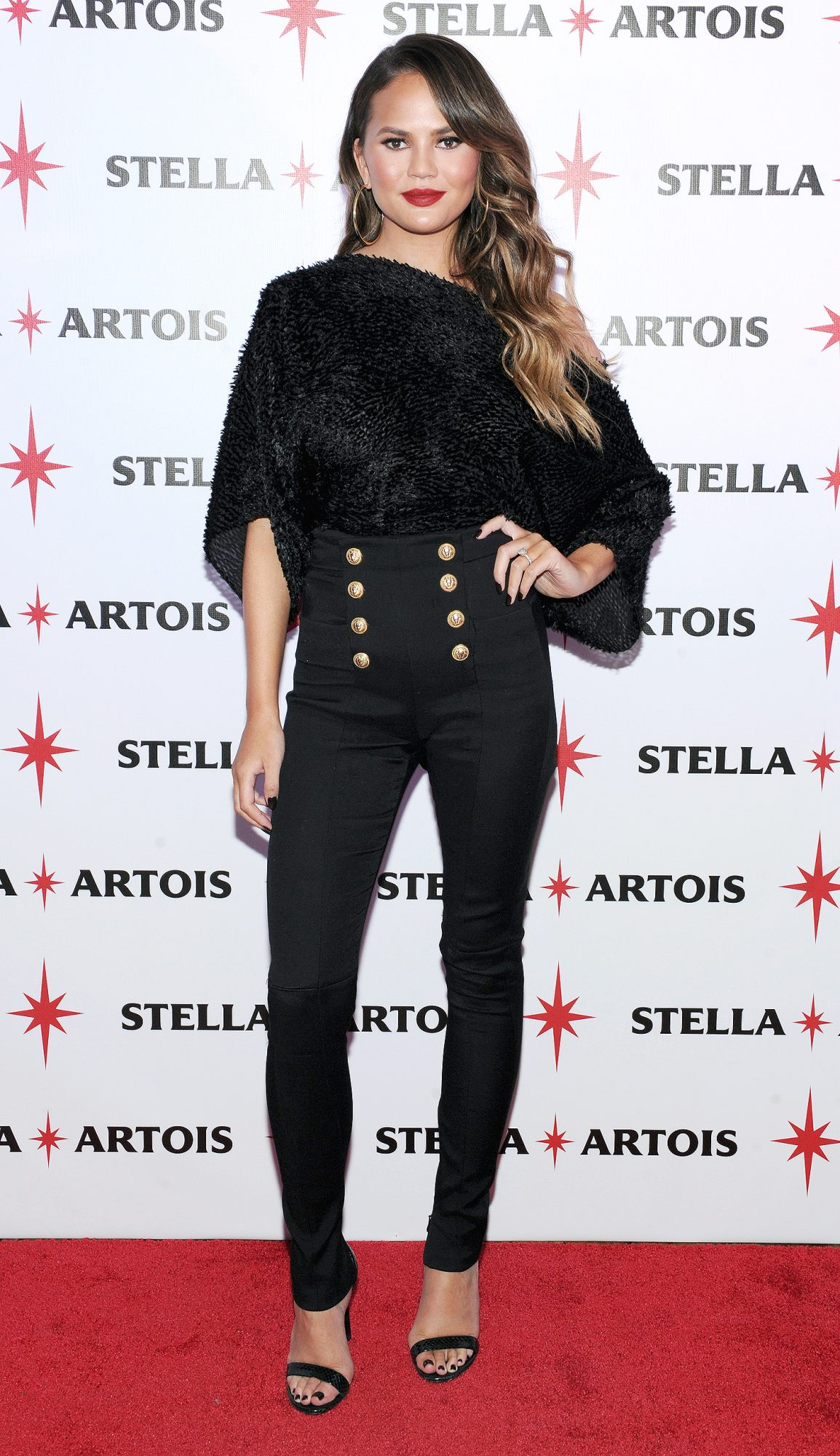 "Chrissy Teigen Joins Stella Artois At The ""King's Feast"" Celebration To Kick-Off A Season Of Memorable Holiday Hosting"